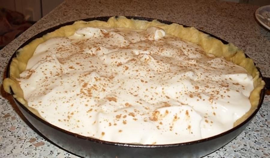 Пирог перед тем, как отправиться в духовку