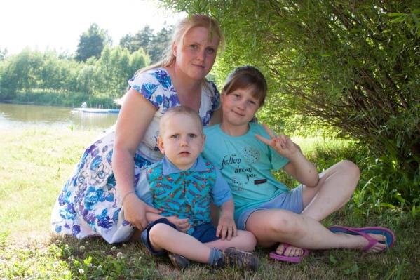 Елена воспитывает двух детей. Младший Егор может передвигаться только на инвалидной коляске