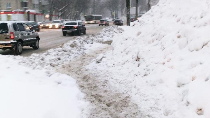 Есть дворники в этом городе? Публикуем фотоподборку самых заваленных снегом тротуаров Самары
