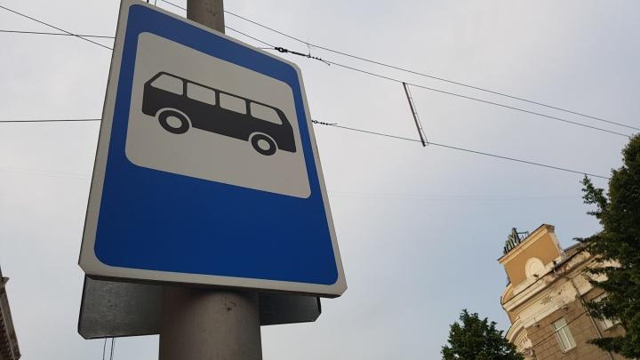 Водитель автобуса в Кургане зажал в дверях пенсионерку. Женщина сломала руку