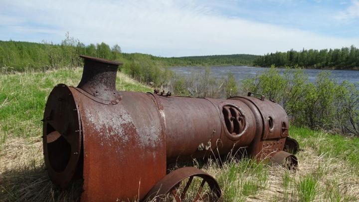 Древний паровой трактор нашли во время экспедиции у притока Енисея