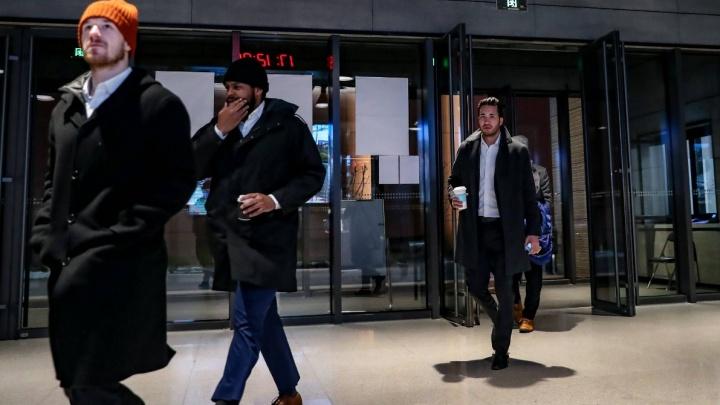 «Полчаса провели в самолёте»: хоккеистам из Китая измерили температуру по прилете в Челябинск