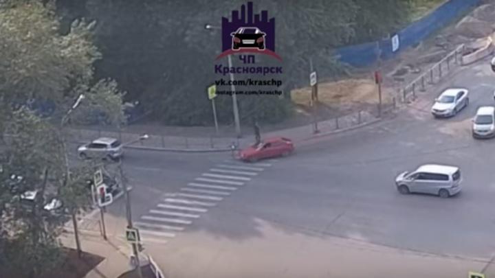 Девушку сбили на пешеходном переходе на Алексеева