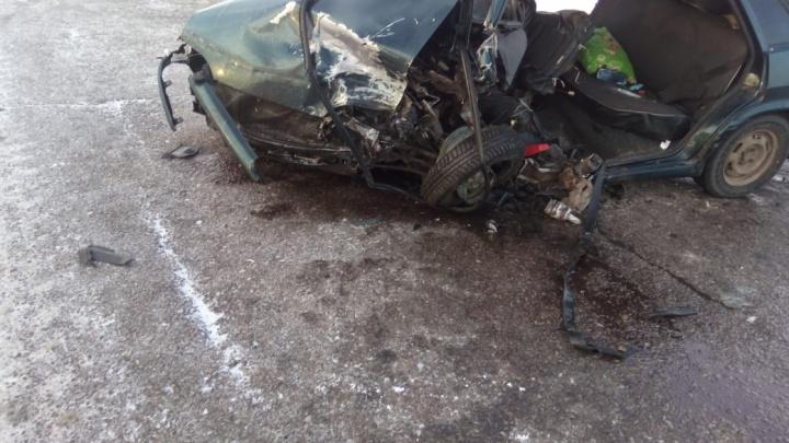 Оба водителя в больнице: на трассе в Башкирии столкнулись две отечественные легковушки