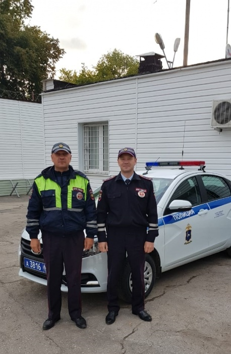 Инспекторы ДПС Александр Капранов и Марат Махмутов