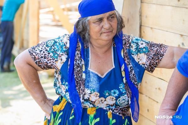 Цыганский табор приехал под Сосновоборск 5 июля и успел построить 6 домов из 12 планируемых