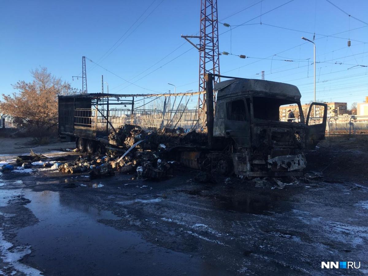 Фура сгорела дотла, пострадал только один человек — водитель большегруза