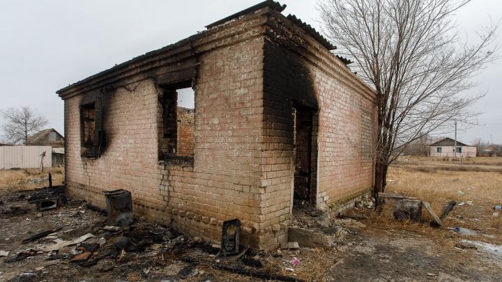 «Ритуальщики узнали о нашей беде»: волгоградцы помогли организовать проводы сгоревших малышей