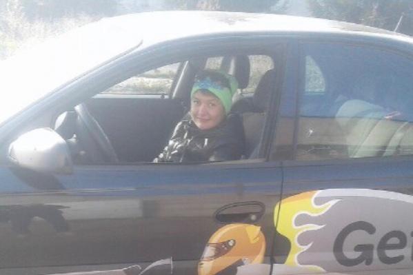 Эльза работала таксистом