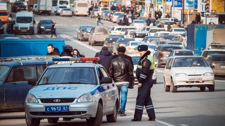 В центре Ростова пешеход попал под два автомобиля