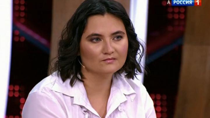 Обвиненная винтимной переписке учительница пришла в шоу с Малаховым и сделала предложение мальчику