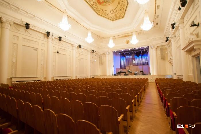 Нынешний зал филармонии вмещает всего 700 человек