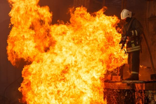 Огонь полностью уничтожил обе машины