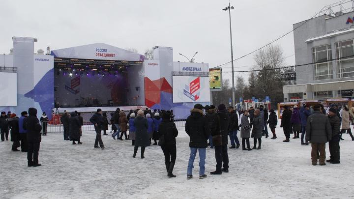 Празднование Дня народного единства закончилось концертом Дениса Майданова (фото, видео)