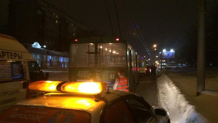 Водитель «Хонды» устроил ДТП с участием нескольких иномарок и троллейбуса