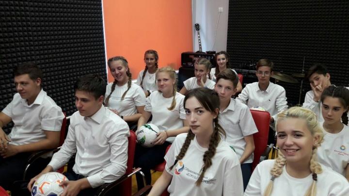 Самарские школьники пообщались со звездой российской сборной по футболу