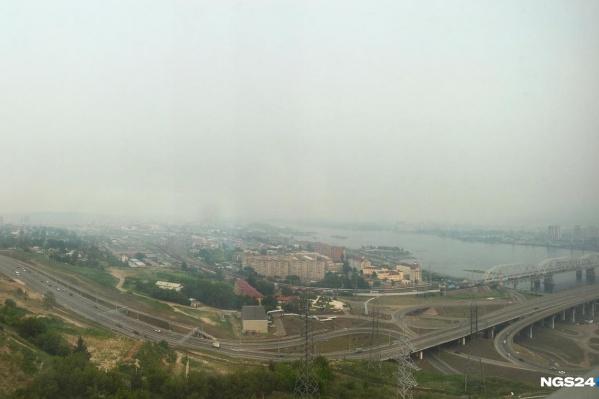 Из-за дыма в выходные сильно ухудшилась видимость в городе
