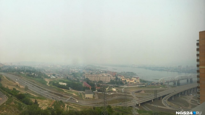 Видео: волонтеры наглядно показали, как сгущался дым над Красноярском в выходные