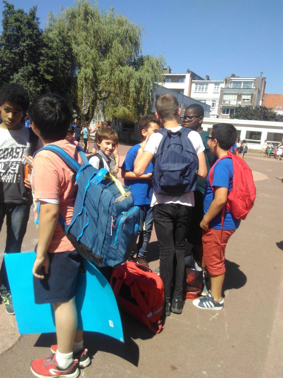 Во дворе школы Paradis des: последний школьный день, расставание с начальной школой