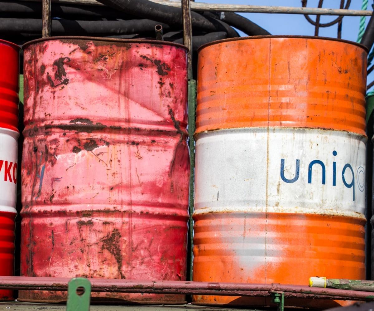 Сквозь 13 680 квадратных метров загрязненной почвы нефть сочится прямо в Северную Двину, показала проверка природоохранной прокуратуры