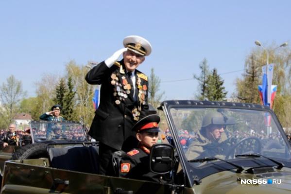 Минобороны России согласовало использование бронетехники и авиации во время парада на Соборной площади