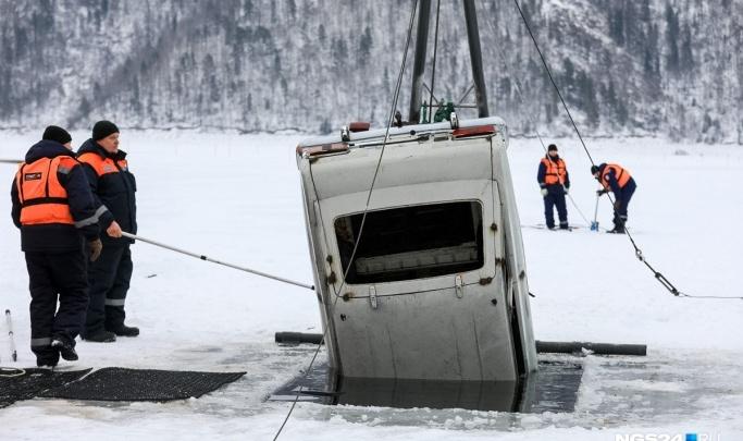 Из-за резкого потепления закрыли ледовую переправу около Енисейска