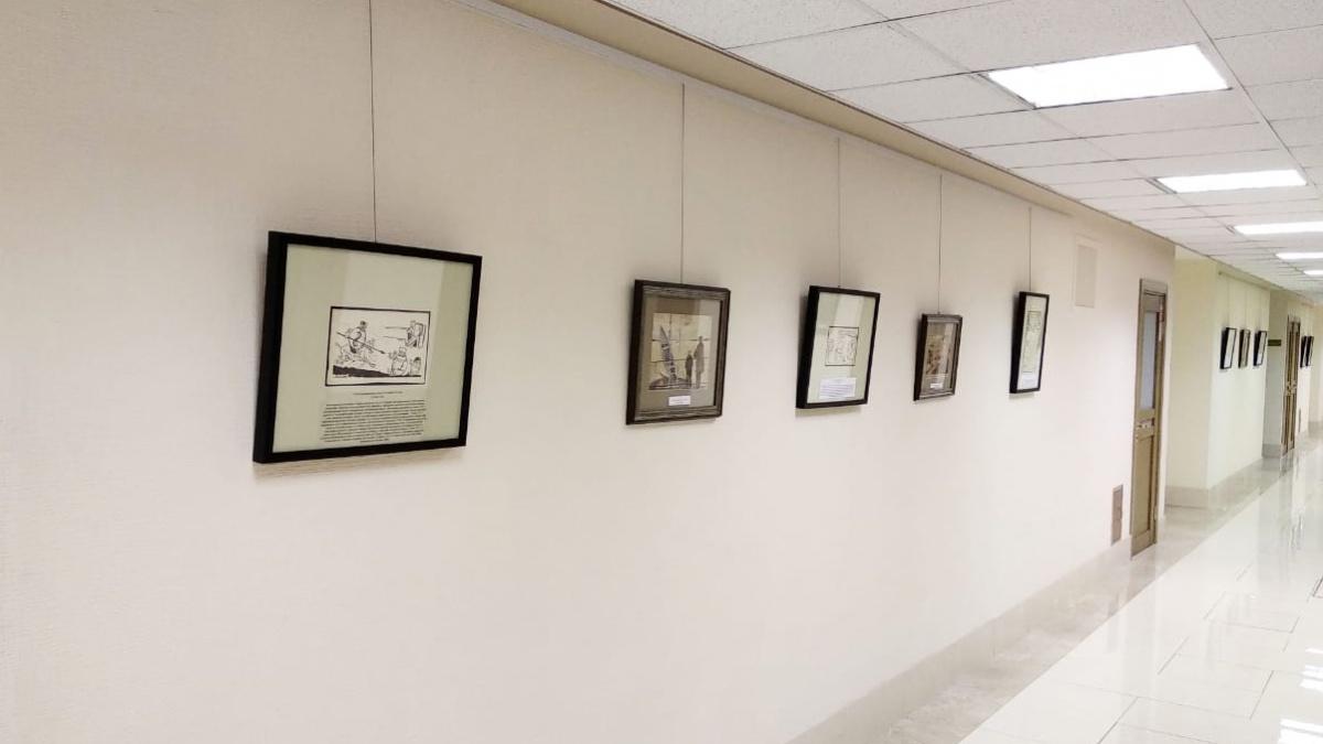 Карикатуры и акварели Ликмана развесили в коридоре Совета Федерации