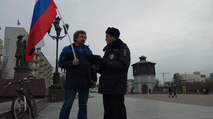 В Екатеринбурге полиция задержала участника акции сторонников Навального