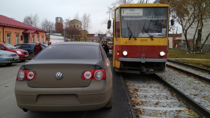 «Я паркуюсь как...»: способ досадить сотням горожан, которые ездят на общественном транспорте