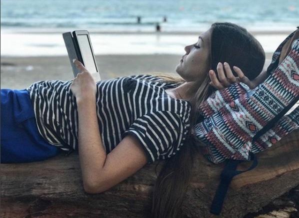Некоторые екатеринбурженки не просто любят читать, но и делают это красиво