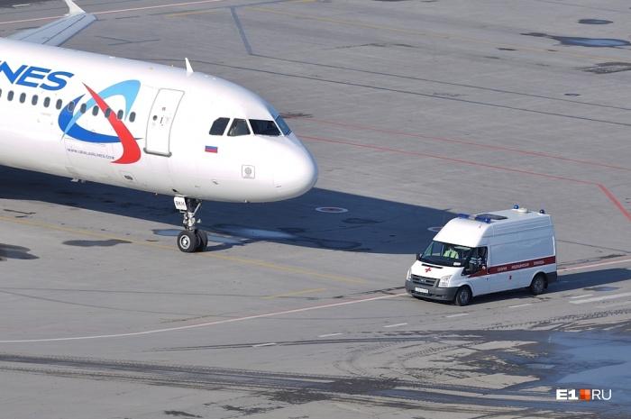 Пассажир скончался во время рейса Москва —Барнаул, который приземлился в Екатеринбурге