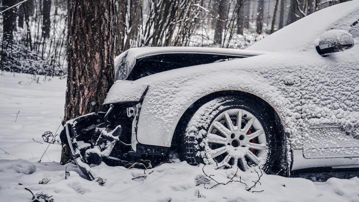Пробки, ДТП и поврежденные машины: автолюбители Екатеринбурга подвели грустные итоги снегопадов