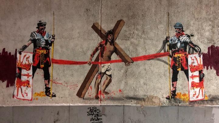 В центре Екатеринбурга появился стрит-арт с окровавленным Иисусом