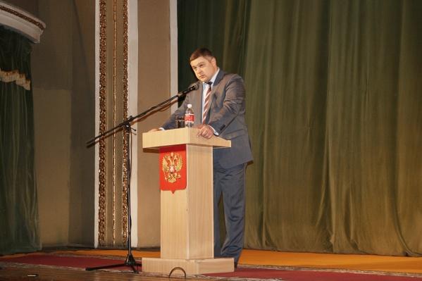 Денис Станиславов подозревается в превышении должностных полномочий