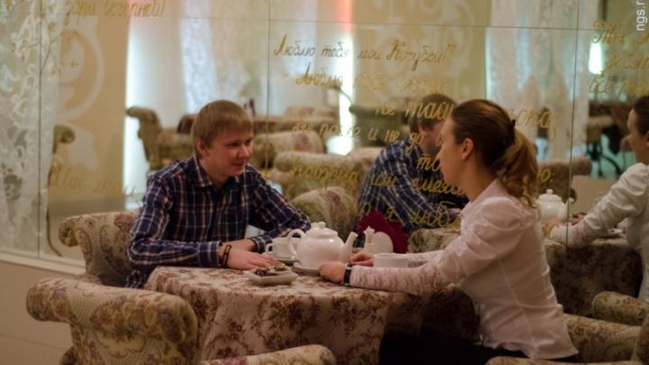 Влюбленные красноярцы с полуночи поздравляют друг друга: подсматриваем идеи подарка