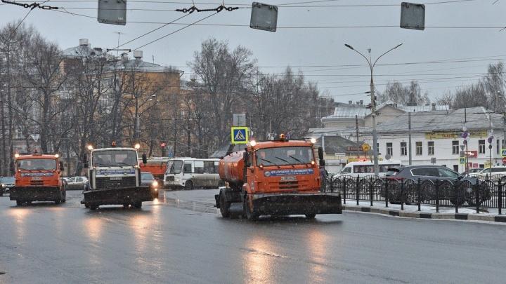 «Мне люди жалуются»: и. о. мэра Ярославля разнёс подчинённых за кашу и наледь