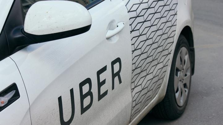 Водитель такси попал в челябинскую больницу с ножевыми ранениями