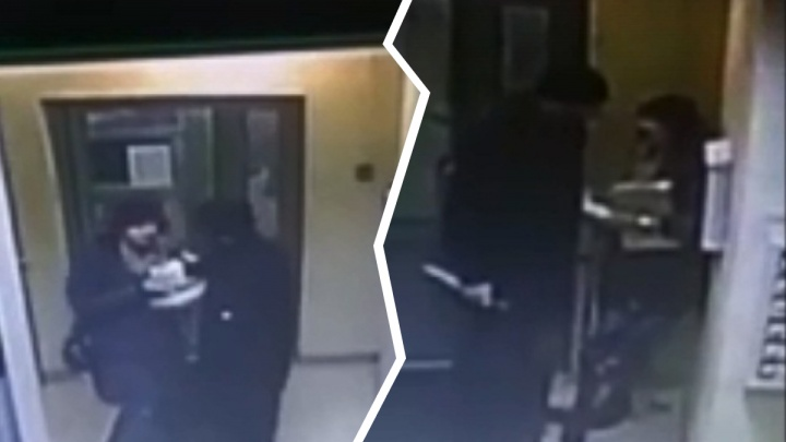 Зверское убийство девушки в подъезде попало на камеру видеонаблюдения