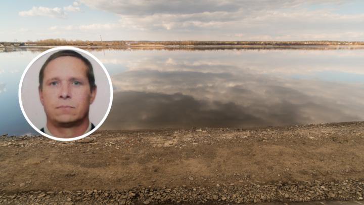 В Прикамье пропал мужчина, переправлявший пчелиные ульи в лодке