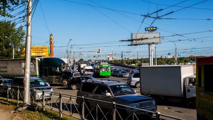 Пробка во все стороны: на углу Ватутина и Немировича-Данченко погасли светофоры