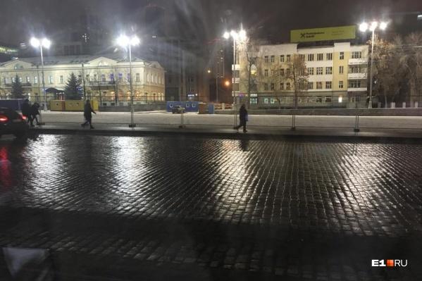 Мэр Александр Высокинский рассчитывает, что ледовый городок будет работать до 1 марта