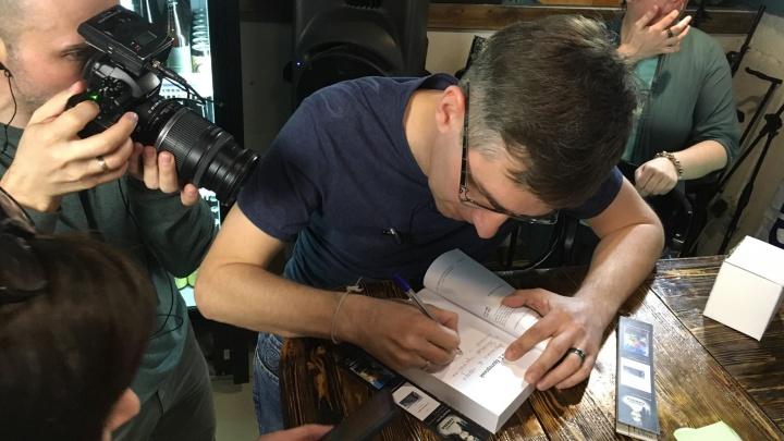 «Сложно избежать описания редакции 74.ru»: Артём Краснов презентовал историю журналиста «Блабериды»