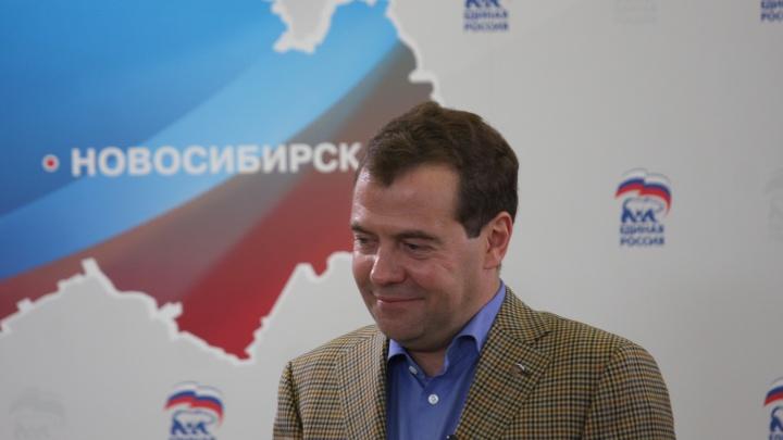 На мост и дороги: Дмитрий Медведев выделил области 580 миллионов