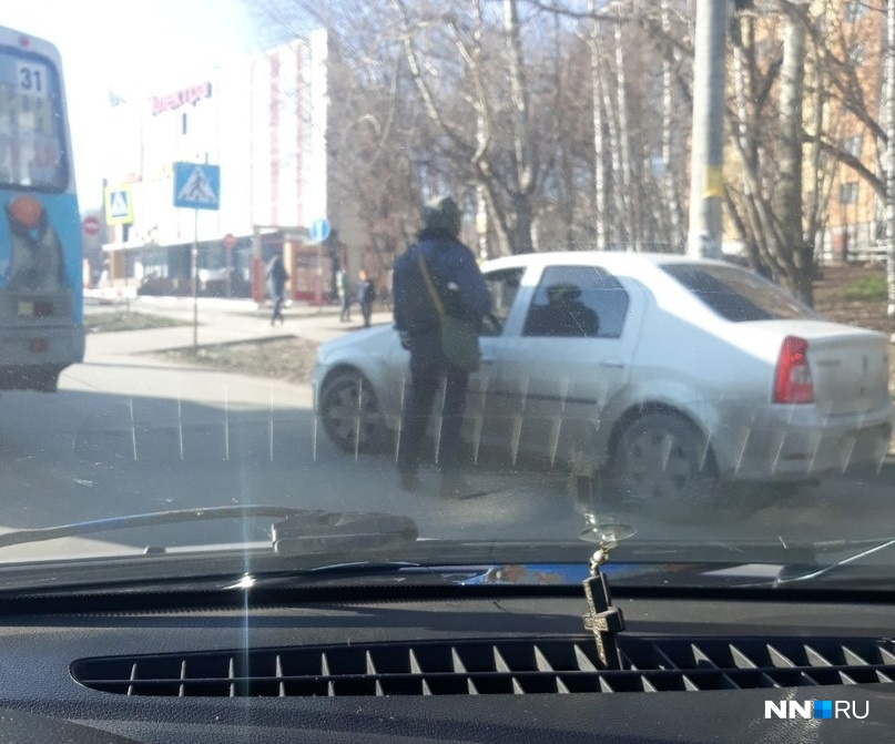 Правоохранители останавливают только белые машины