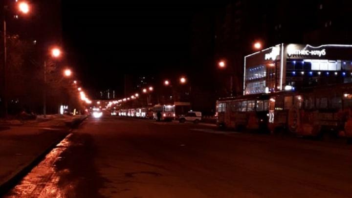 «Бомбу ищут»: на Уралмаше остановили движение трамваев