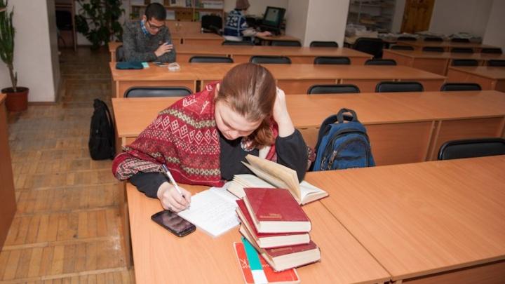 «Подумала, притворяется»: в Уфе преподаватель вуза отказала в помощи упавшей в обморок студентке