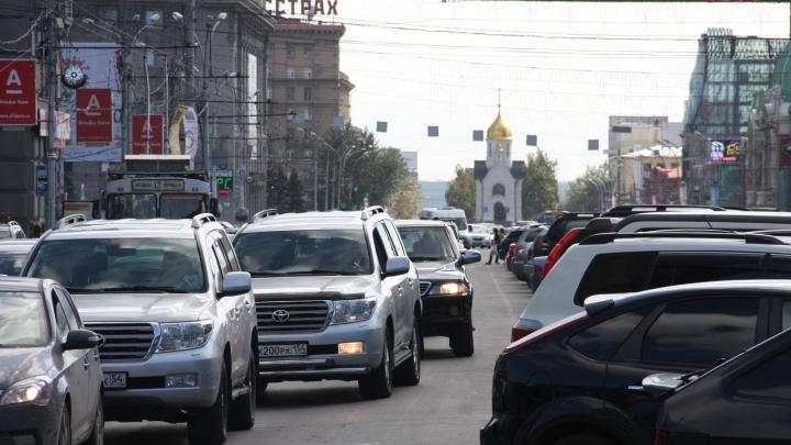 По Мочищенскому шоссе и Красному проспекту растянулся 7-километровый затор