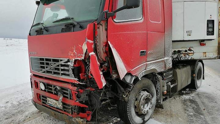 Один погиб, другой — в больнице: в Башкирии ищут свидетелей столкновения Toyota RAV 4 с фурой