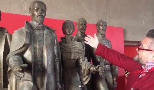 Историк моды Васильев раскритиковал скульптуру Ленина и Крупской в Музейном центре на Мира