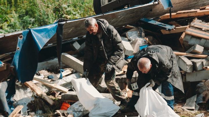 Водитель фуры, которая попала в ДТП под Боровским, второй день живет на обочине у трассы